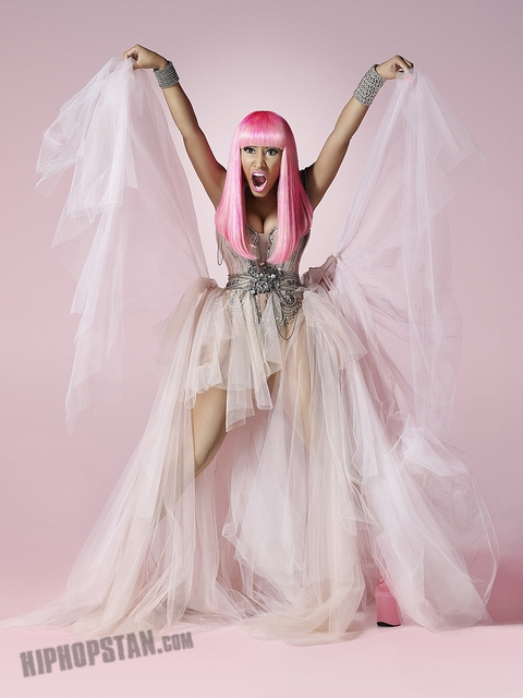 nicki minaj pink friday bleached skin (1)