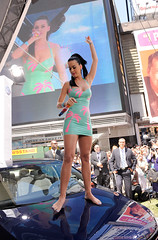 katy perry (all female barefoot musicians) Tags: feet nude stage nackt barefoot fsse bhne barfuss sngerin