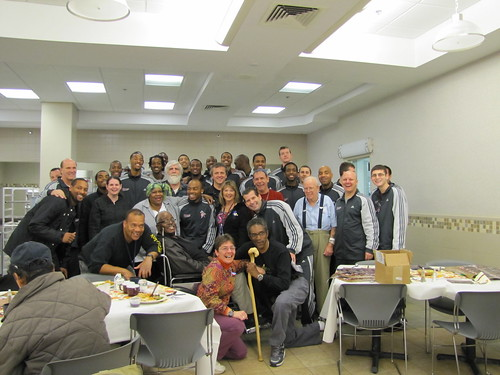 The UMass basketball team celebrates Thanksgiving with veterans at the VA Center in Leeds
