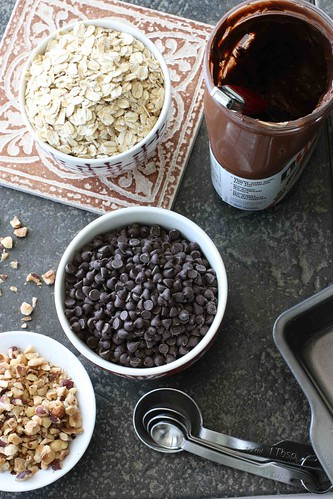 Chewy Nutella & Oatmeal Bar Recipe | cookincanuck.com #dessert