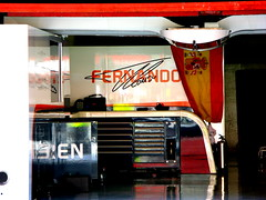 Alonso's box (cuauh_98) Tags: f1 formula1 formule1 motorsport sportcar autosport motor sport car voiture coche speed vitesse velocidad fast grandprix f1grandprix spannishgp granpremiodeespaña spannishgrandprix race racing racecar racingcar raceday aftherrace sunday dimanche montmelo bcn barcelona barcelone catalunya catalogne spain españa espagne circuit circuitdecatalunya garage boxes padock f1padock garaje stand fernando alonso fernandoalonso box mclaren honda mclarenhonda mclarenboxes mclarengarage spannishdriver flag drapeau bandera spannishflag banderaespañola spannish español team britishteam japaneseteam white black orange red blanc noir inside reflexion interieur colours