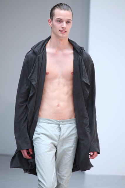Linus Gustin3144_SS11_Paris_Petar Petrov(changefashion)