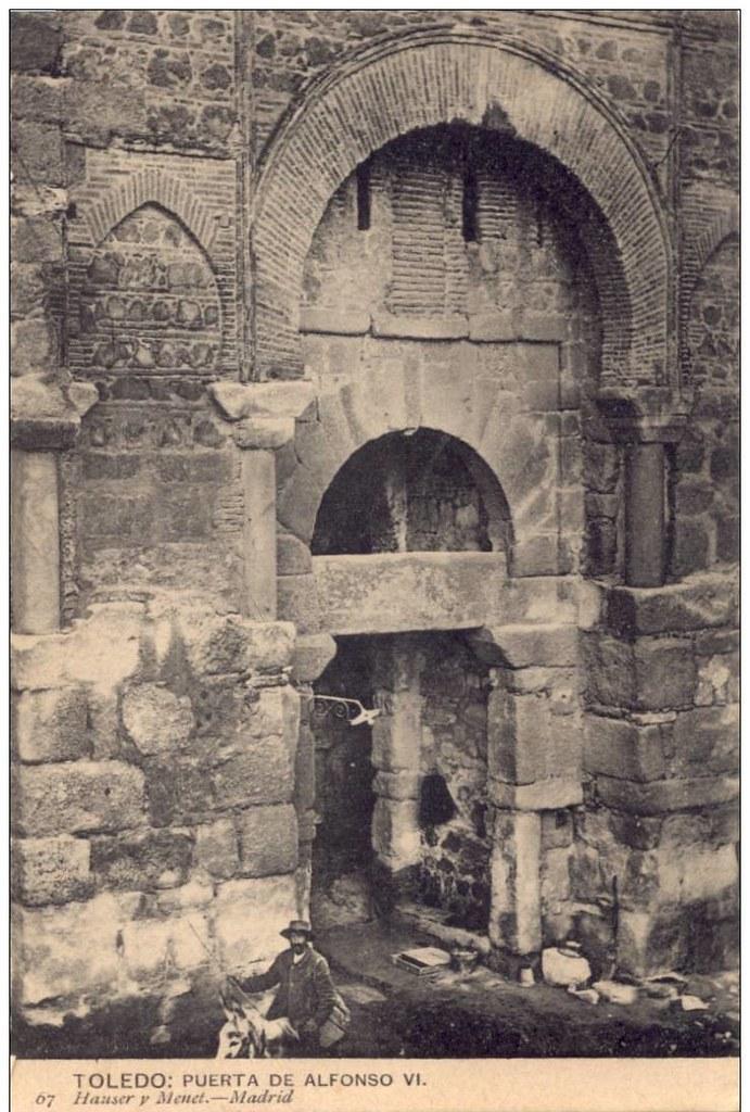 Puerta de Alfonso VI al poco de su reapertura y restauración. Foto Hauser y Menet