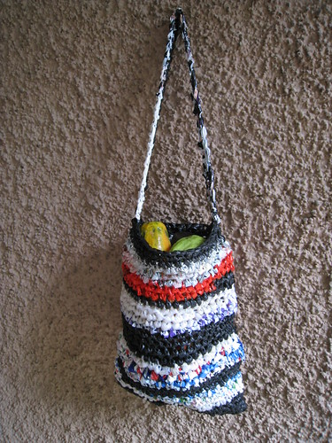 Crochet Pattern For Bags Plastic : How To Make a Plastic Bag Crocheted Shoulder Bag ...