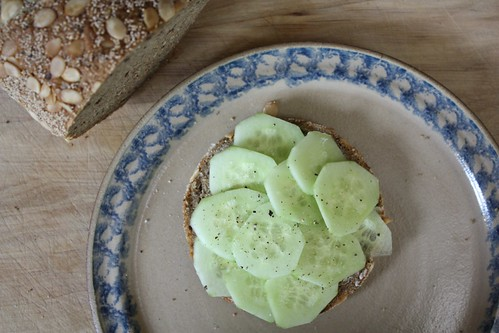 I love bread with cucumber