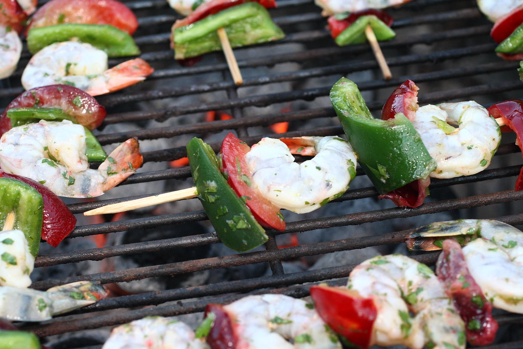 4842428121 9416e04111 b d BBQ shrimp skewers with peppers and plums