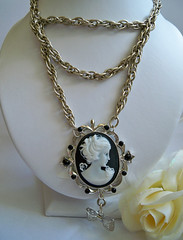 HEAVY METAL Cameo Necklace - Metal Bow Chainmaille