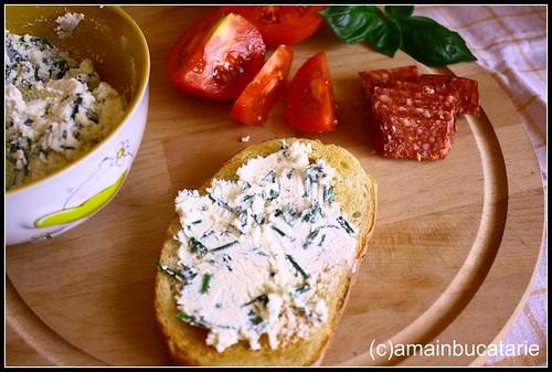 Articole culinare : Branza tartinabila cu ierburi aromatice
