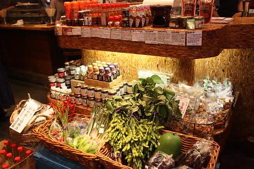 アヒルビアホールでは地場野菜も売っています