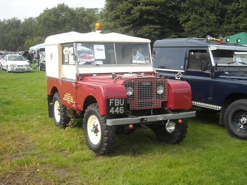Traditional Land Rover Defender (1/2)