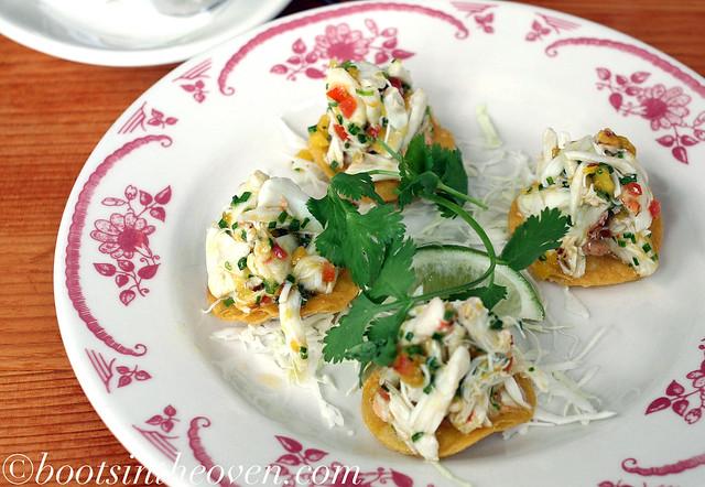 Cangrejo Tostada (crab, green mango, citrus, chives)