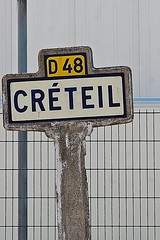 7 - 5 septembre 2010  Crteil Rue Gustave Eiffel Ancien panneau indicateur (melina1965) Tags: nikon ledefrance cross faades visualarts crosses crteil september septembre mosca faade croix 2010 misterrogersneighborhood valdemarne flickrcommunity d80 geniiloci thisphotorocks thenewcoolestdamncoolphotographersintheworld novideoonflickr