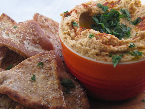 lemony garlic hummus