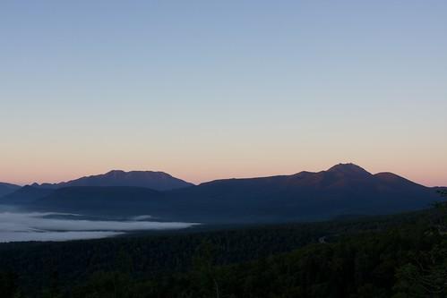 ニペソツ山へとのびる雲海