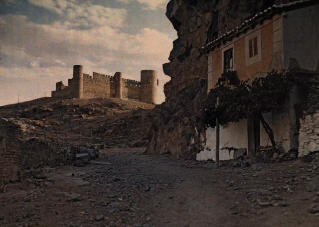 Parador del Macho y Castillo de San Servando hacia 1910. Autocromo de Jules  Gervais Courtellemont. Image by © National Geographic Society/Corbis