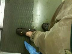 靴下さけて正解でした。ズボンもかなり濡れた。たった三分歩いただけなのに。