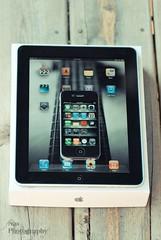 iPad & iPhone 4 I (Nas t) Tags: wood macro apple t nikon tamron 90mm nas 4g iphone d60 ipad 32gb
