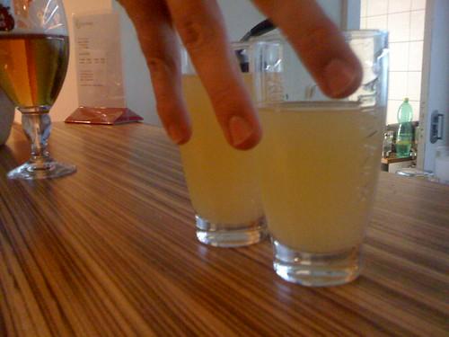Nealko na warm-up: tyto dvě skleničky za 75 CZK. Uff.