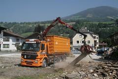 4 - 3-Achser Holz-Kran beim Verladen von Altholz