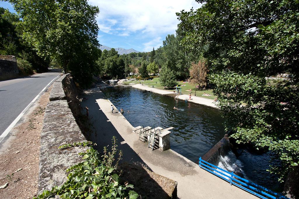 Piscina natural del rio arenal en arenas de san pedro for Piscinas naturales y rios en madrid