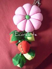 chaveiro oito pétalas...encomenda (eco-arte) Tags: verde rosa vermelho botão fuxico morango locksmith maça chaveiro retalho reaproveitamento chaveiroflor rosaeverde floroitopétalas