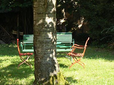 banc et sièges au jardin.jpg