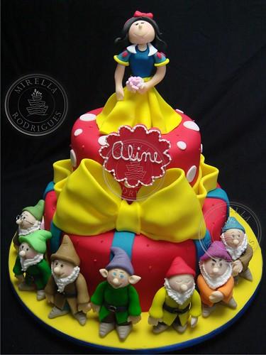 Bolo decorado Branca de Neve e os sete anões. / Snow White birthday cake
