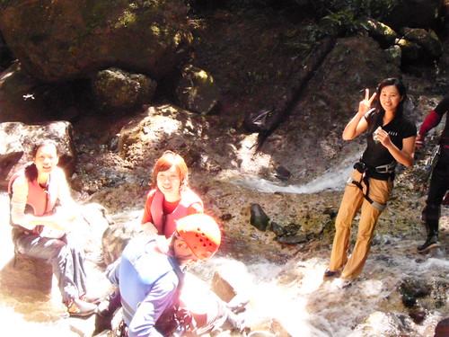 在溪水中陽光中鳥叫蟲鳴中享受熱騰騰的泡麵^0^