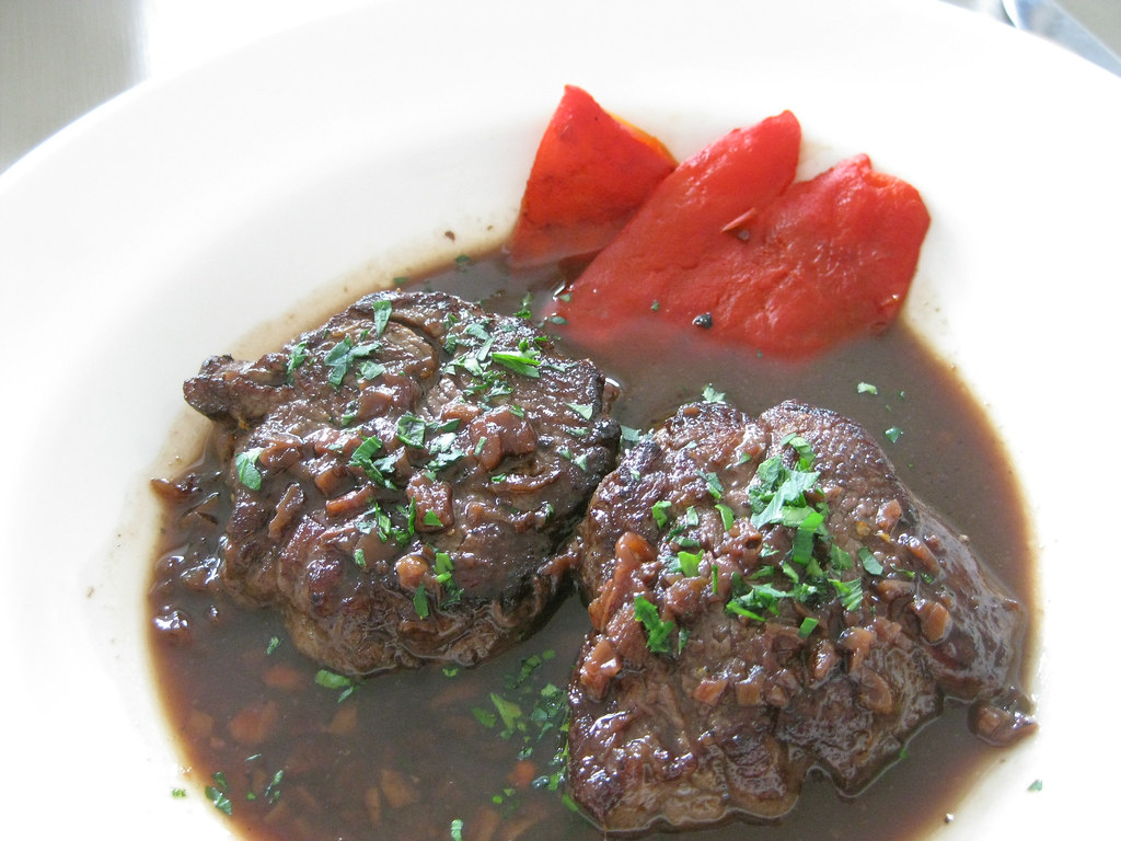 Venison with Wine and Mushroom Sauce