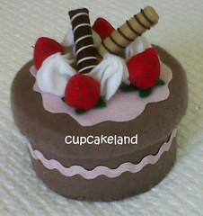 cake box 1 (Cupcakes de tecido Cupcakeland) Tags: cupcakes decoração presentes sache lembrancinhas alfineteiro agulheiro cupcakefeltro docesdefeltro cupcakedetecido lembrançaparachá lembrançaparacasasamento docesemfeltro docesemtecido