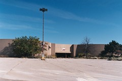 For Lease (Fan-T) Tags: park ohio abandoned mall shopping dead for may company worlds co randall largest lease rustbelt deadmalls kaufmans