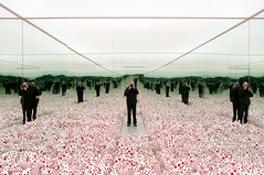Yayoi Kusama - Infinity Mirror Room - Phalli's Field (Floor Show), 1965 (1998) (de_buurman) Tags: sculpture art netherlands rotterdam kunst nederland sculptuur exhibit exhibition nikkor floorshow tentoonstelling yayoikusama boijmansvanbeuningen 18200mmf3556gvr allrightsreserved nikond300 debuurman edjansen infinitymirrorroom phallisfield