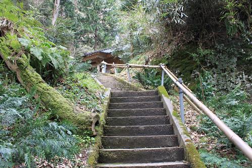 滝神社への階段