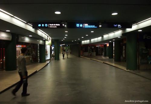 Corredores de uma estação de metro