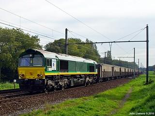 Rurtalbahn V265 met leeg looderts en methanol