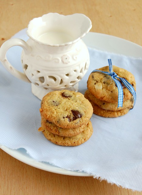 Chocolate chip coconut cookies / Cookies com gotas de chocolate e coco