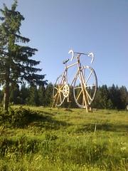 Huge country bike outside Les Roussess (edwardsgg85) Tags: les stage 8 morzine rousses