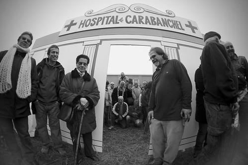 Vecinos levantan un hospital de Madera