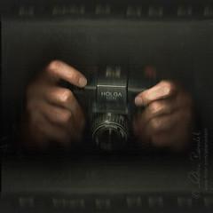 a holga darkly (Ąиđч) Tags: desktop camera andy holga hands shot snapping scanner andrea finger picture mani andrew click scanography dito clicking benedetti scattare scatta ąиđч