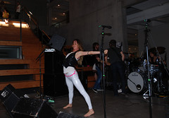 juliette and the licks (all female barefoot musicians) Tags: feet nude stage nackt barefoot fsse bhne barfuss sngerin