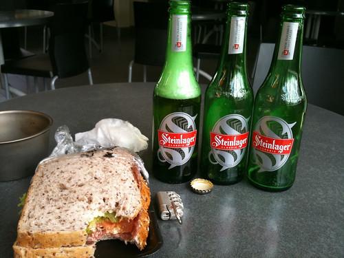 ビールとサンドイッチさえあれば…