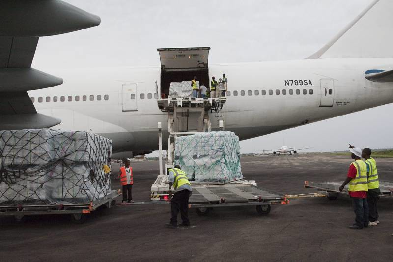 UNHCR News Story: Another aid airlift arrives in Liberia as flow of Ivorian refugees continues