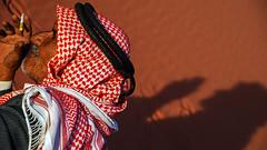 People of Jordan: Desert smile (ruben garrido lopez) Tags: jordan jordania desierto desert retrato portrait shadow sombra arena nikond60 wadirum uadirum peopleofjordan