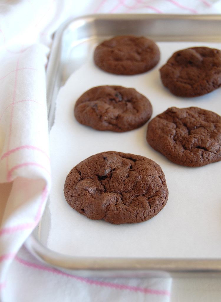 Double chocolate cherry cookies / Cookies duplos de chocolate e cerejas secas