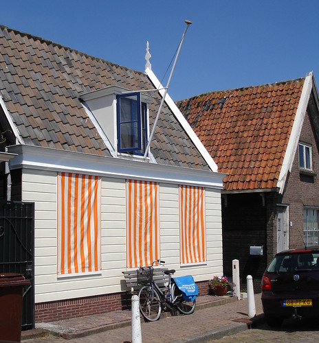 Cute Orange-Striped House in Durgendam