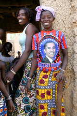 They love Obama in Africa (1) (Karin.Lakeman) Tags: africa girls black girl african tshirt clothes afrika mali zwart obama kleding meisjes afrikaans zwarte barackobama barack afrikaanse obamania