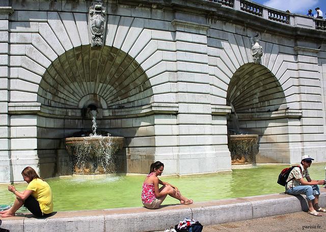 En plein été, rien de mieux que de se rafraîchir au pied de la fontaine