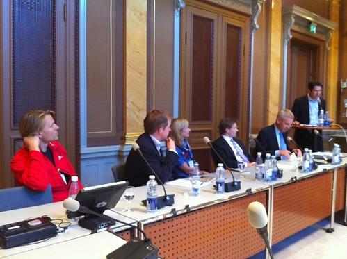 Alec Ross, Carl Bildt, internets framtid och frågan de inte vill svara på