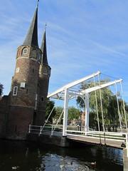 Oostpooortbrug (LeoKoolhoven) Tags: bridge netherlands gate nederland delft brug poort 2010 oostpoort ophaalbrug 12296 rijksmonument oostpooortbrug