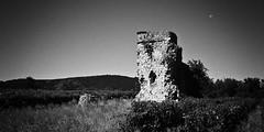 Durfort & Cie (Jæn) Tags: blackandwhite moon lune ruins noiretblanc pentax ruines jaon cévennes k10d